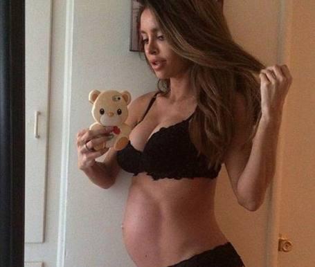 Udskældt model føder sund dreng! sarah stage, model