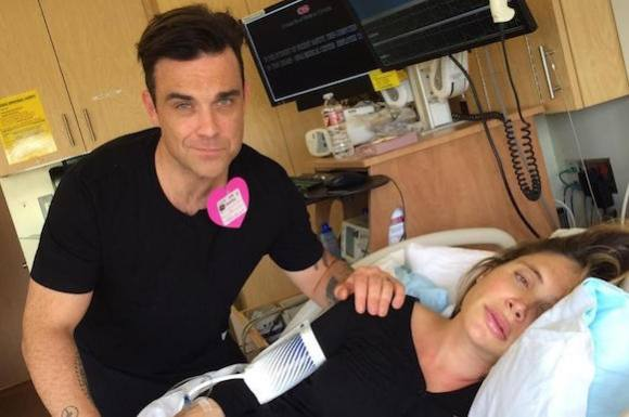 Se Robbie synge for sin fødende kone! robbie williams, ayda field