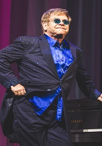 Elton John anklaget for sexchikane! Elton John, sexchikane,bodyguard