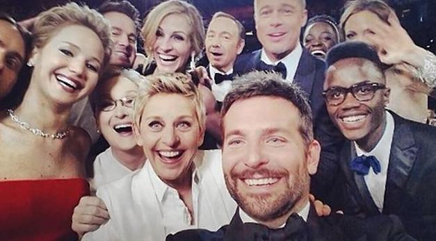 Twitter nedlagt af Ellens Oscar-selfie! Ellen, DeGeneres, Oscar, selfie, Twitter