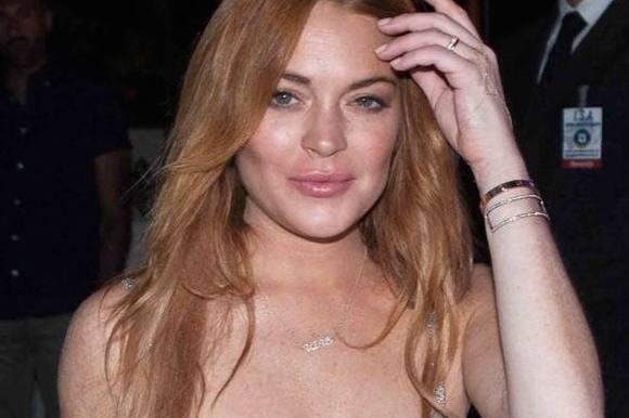 Lokkende Lohan flasher brystet! lindsay lohan