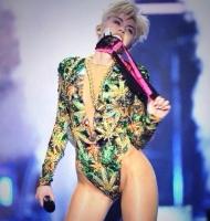 Fræk Miley Cyrus topløs: Se klippet! miley cyrus