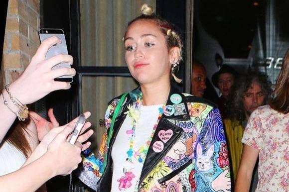 Miley Cyrus' snaver kvindelig model! miley cyrus, stella maxwell
