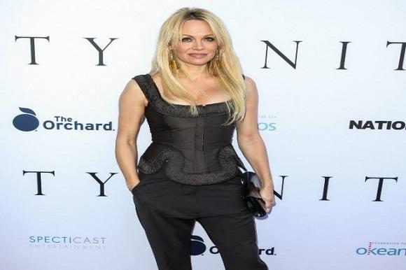 Trækker Pamela Anderson i badedragten?  Pamela Anderson, Baywatch