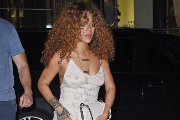 Wow: Se topløs Rihanna i netkjole! rihanna