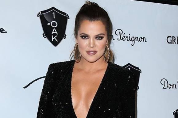 Kardashian: Se mig uden photoshop! khloe kardashian, kim kardashian