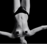 Video: Miley Cyrus nøgen igen! Miley Cyrus, nøgen, Forum, København,