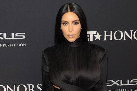 Se Kardashians hemmelige bryst-trick! kim kardashian