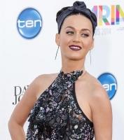 Av: Her kastes Katy Perry af køretøj! katy perry