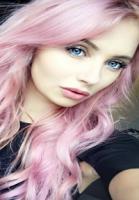 Nikita med ny vild hårfarve! Nikita Klæstrup, lyserødt hår, hårfarve