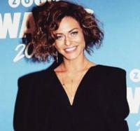 Sarah Grünewald: Stolt af store bryster! sarah grünewald