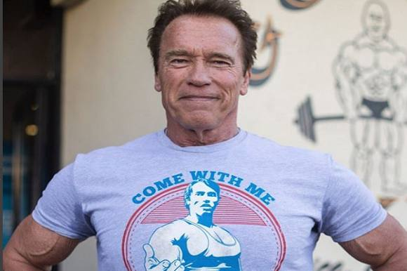Schwarzenegger angrebet af elefant! Arnold Schwarzenegger, safari, elefant