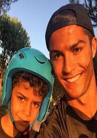 Ronaldo søger en ny rugemor! Christiano Ronaldo, rugemor, Cristianinho.