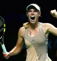 Wozniacki tordner videre i Singapore! caroline wozniacki, tennis