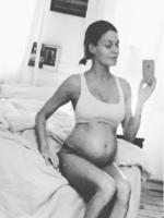 Gravid Sarah Grünewald viser mave! Sarah Grünewald, gravid