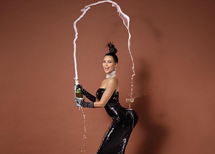 Se Kim Kardashians bryster! Kim Kardashian, bryster, patter