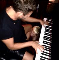 Miley Cyrus deler vovet porno-billede! miley cyrus