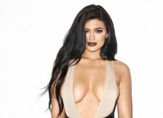 Se Kylie Jenners frække bryst-fotos! Jenner