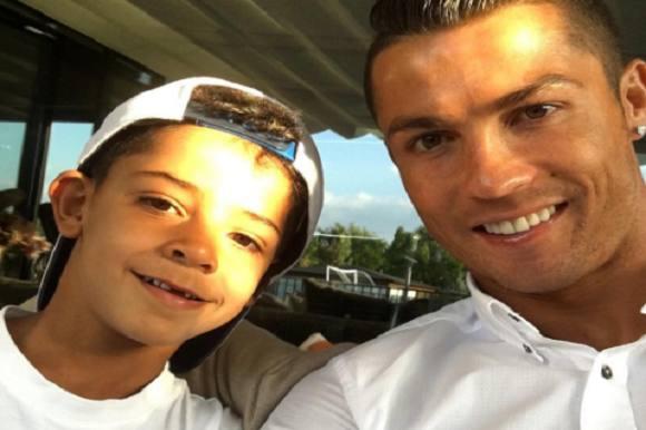 Ronaldo hjælper sønnen med lektier! Ronaldo, søn, lektier,
