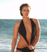 MMA-dronning splitternøgen i magasin! Nøgen, Ronda Rousey