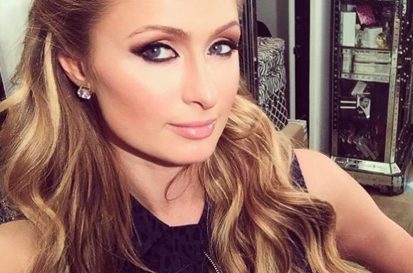 Her er Paris Hiltons nye bryster! paris hilton