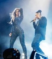 Se klippet med Beyoncés brystkiks! beyoncé, jay z
