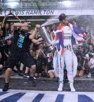 Så vild er Lewis Hamiltons nye løn! lewis hamilton, formel 1