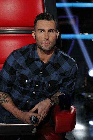 Maroon 5-sanger takker stofferne! maroon 5, adam levine,