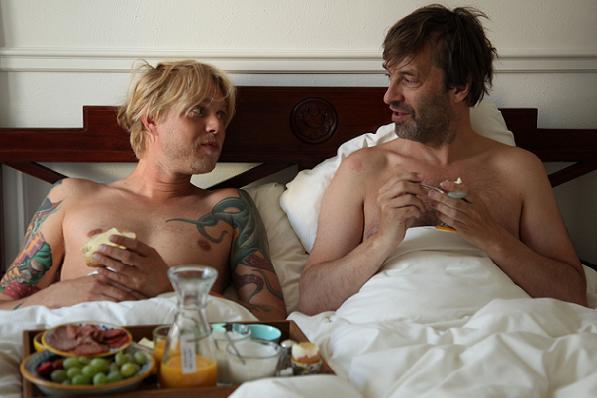 Felix i seng med Martin Brygmann! felix smith, martin brygmann,