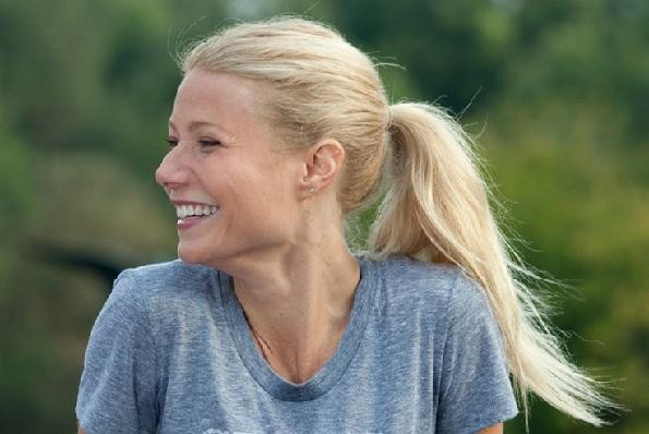 Paltrow h�nger p� hovedet i puppe! gwyneth paltrow, iron man 3,