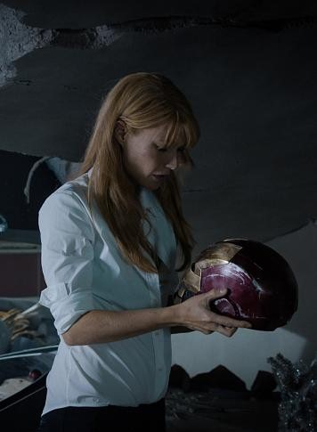 Paltrow hænger på hovedet i puppe! gwyneth paltrow, iron man 3,