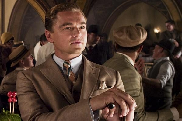 DiCaprio råkysser 66-årig kollega! leonardo dicaprio, joanna lumley,