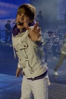 Bieber angrebet på scenen! justin bieber,