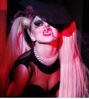 Gaga udnytter homofans ! lady gaga, gossip, tvguide.dk, homo,
