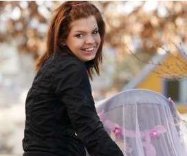 Ung Mor: Kæmpe bryster i fare  ! de unge mødre, gossip, kanal 4, hannah Ginic