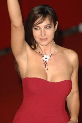 Bellucci filmede nøgen kort efter fødsel! Monica Bellucci,