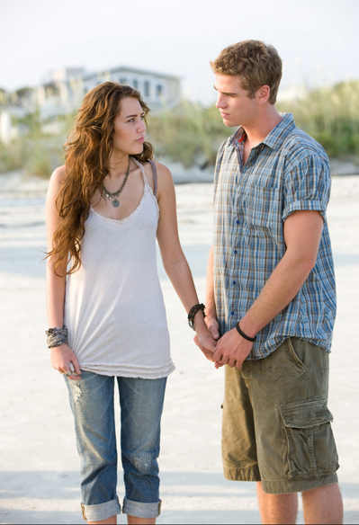Miley Cyrus spiser lem! Miley Cyrus, Liam Hemsworth,