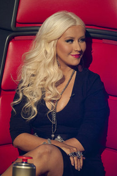 Aguileras bryster er Voice-dommer! Christina Aguilera, Voice, Adam Levine, Cee Lo Green,