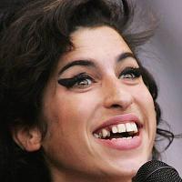 Amy Winehouse atter indlagt Amy Winehouse