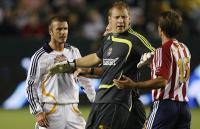 Beckham tog kvælertag på modspiller ! beckham,