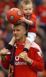 Beckham løb ind i reklame David Beckham, skade, fodbold