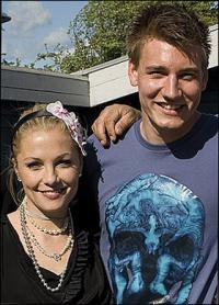 Bendtner og Baronessen de ny Beckhams ! Bendtner