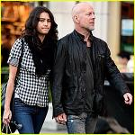 Bruce Willis gift med sin undertøjsmodel ! Bruce willis, Emma heming,