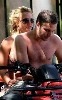 Britney Spears skal giftes med sin agent ! britney spears, jason trawick,
