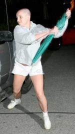 Britney brækker fod på fotograf Britney Spears, paparazzi, trafikuheld