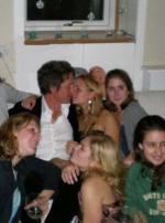 Hugh Grant til vild studenterfest Hugh Grant