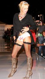 Ild i Paris' trusser Paris Hilton