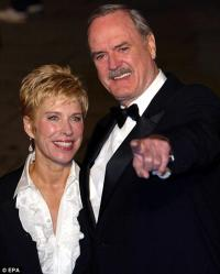 John Cleese fattigere end konen efter skilsmisse ! john cleese,