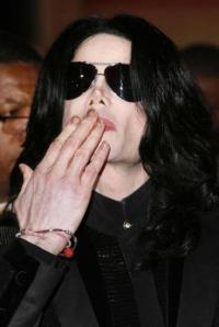 Jacko myrdet stikmærker i nakken Michael jackson,