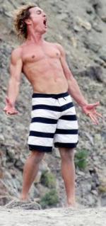 Matthew kaster med ting! Matthew Mcconaughey, surfer dude